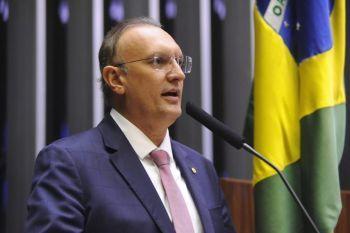Deputado defende proposta de governadores