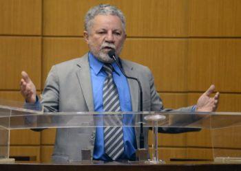 Gualberto repudia insinuação de que deputados não trabalham