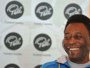 Internado, Pelé é homenageado pela Conmebol