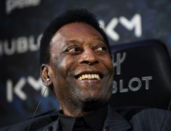 Pelé recebe alta após 13 dias internado