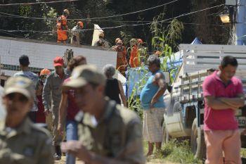 Aumenta para 18 número de mortos em desabamento no Rio