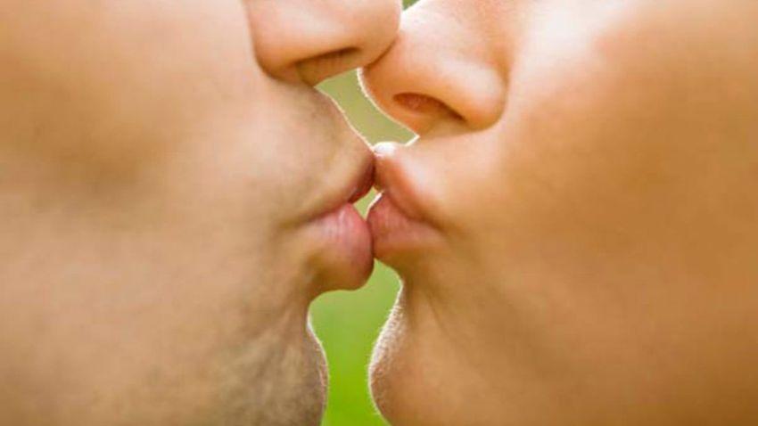 Beijar é bom e faz bem: saiba os benefícios dessa prática que vai do amor à saúde