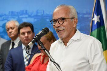 Edvaldo sanciona lei para a construção de 1.100 casas em Aracaju