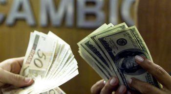 Dólar sobe e fecha a R$ 3,986 maior valor em sete meses