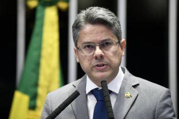 Senador Alessandro Vieira protocola pedido de impeachment a ministros do STF