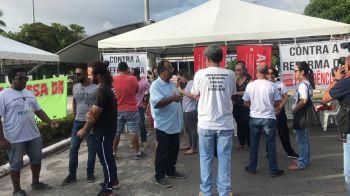 Protestos contra cortes na educação acontecem pelo país