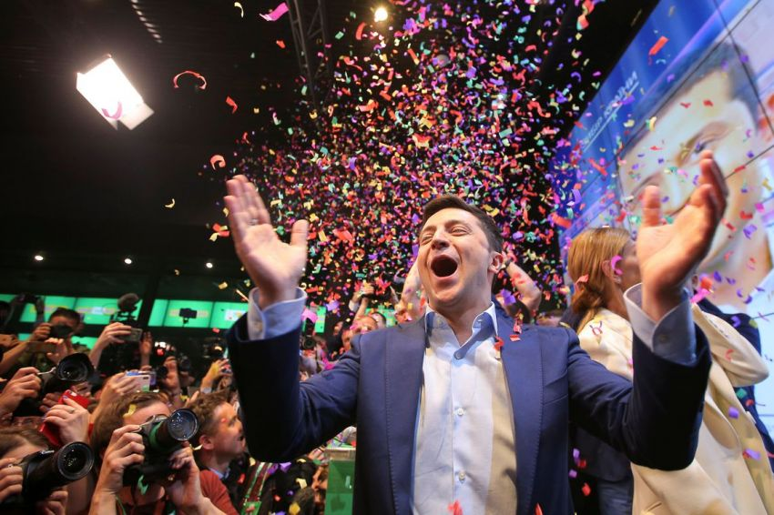 Ao tomar posse, presidente ucraniano dissolve Parlamento