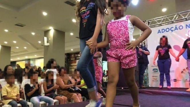 'Passarela de adoção' causa polêmica em Cuiabá