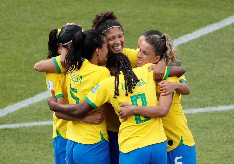 Com show da atacante Cristiane, o Brasil derrota a Jamaica por 3 a 0