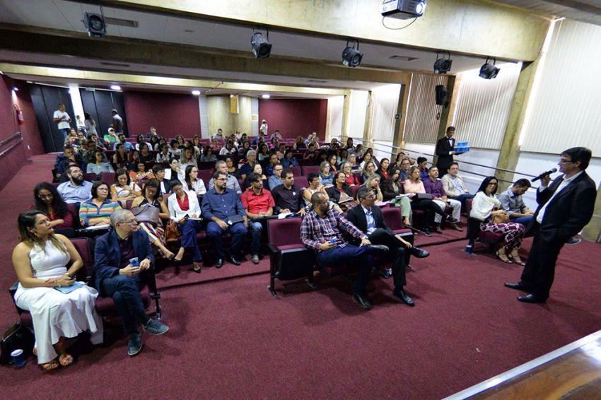 Governo formata programa para alfabetizar crianças na idade certa nas escolas estaduais e municipais