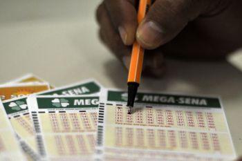 Sorteio da Mega-Sena paga R$ 115 milhões neste sábado