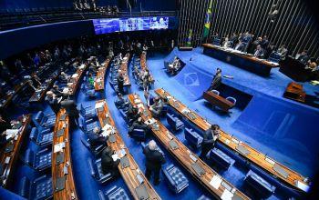 Senado deve votar nesta terça parecer que visa suspender decretos das armas