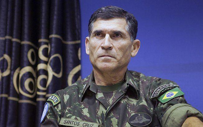 'É um show de besteiras', diz General Santos Cruz sobre gestão Bolsonaro