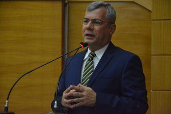 Iran Barbosa apresenta emenda para alterar Plano Estadual de Educação