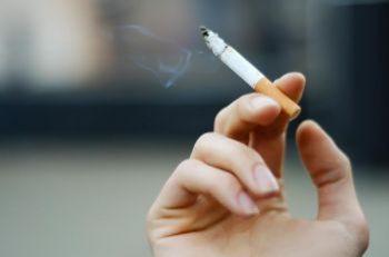 Japão proíbe fumo em ambientes fechados e em locais públicos