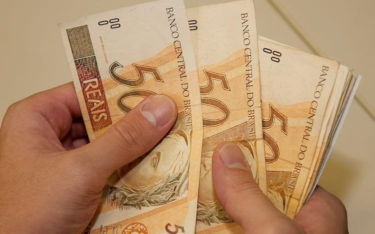 Receita libera nesta segunda-feira mais um lote de restituição do Imposto de Renda