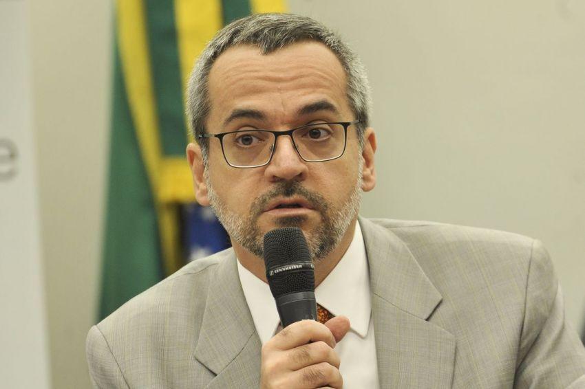 Ministro da Educação nega plano de cobrar mensalidade nas universidades federais