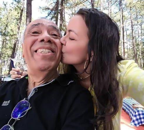 Emocionada, Ana Alves pede que orem pelo pai