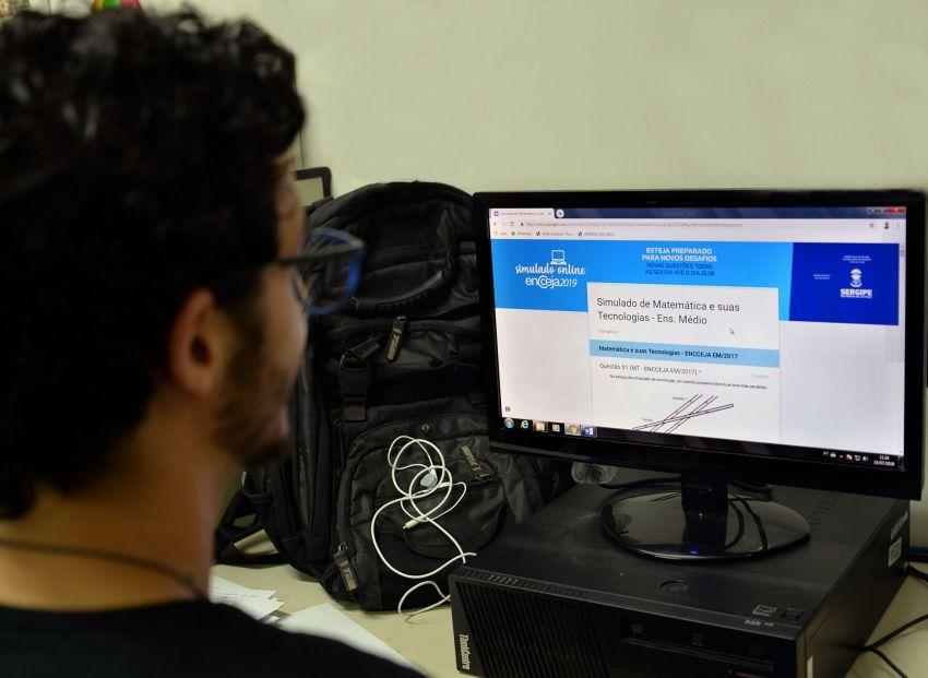 Candidatos que farão o Encceja se preparam através dos Simulados Online da Seduc