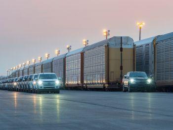 Ford mostra protótipo da F-150 elétrica em teste rebocando trem de mais de 560 toneladas