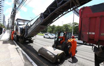 Trecho da Beira Mar em obra fica em meia pista nesta terça-feira, 17