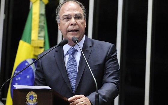 Alvo da PF, líder do governo no Senado põe cargos à disposição do Planalto