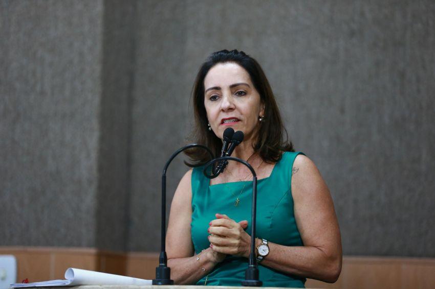 'As coisas estão sendo feitas em cima da boca da urna', dispara Emília Corrêa