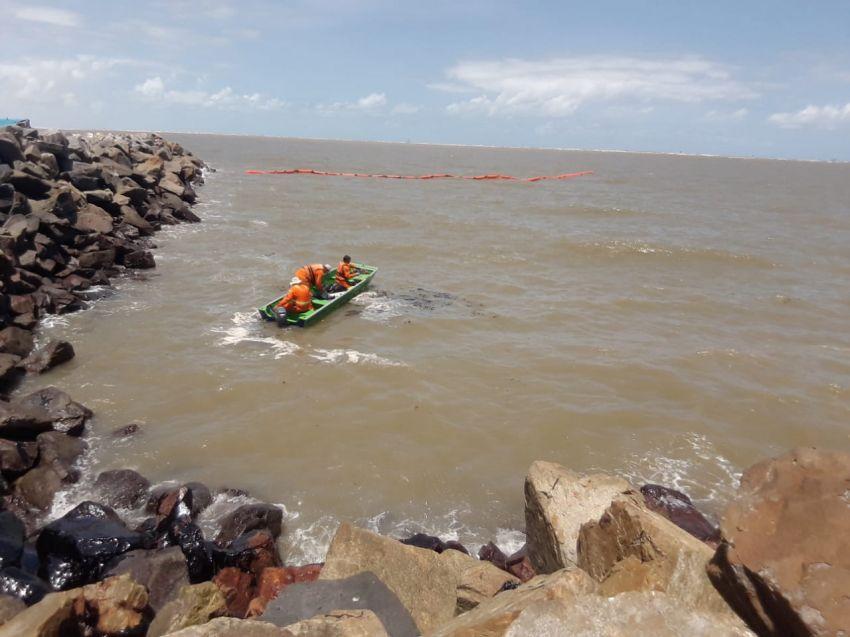 Governo instala barreiras de contenção na praia da Coroa do Meio