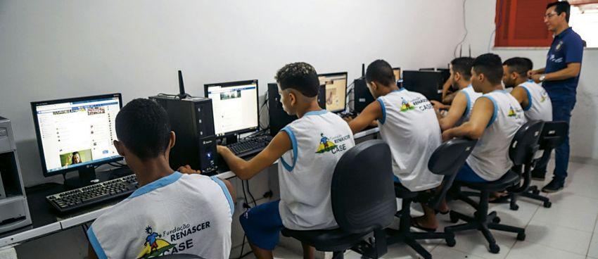 Socioeducandos da Fundação Renascer participam de cursos do Projeto Reciclatec