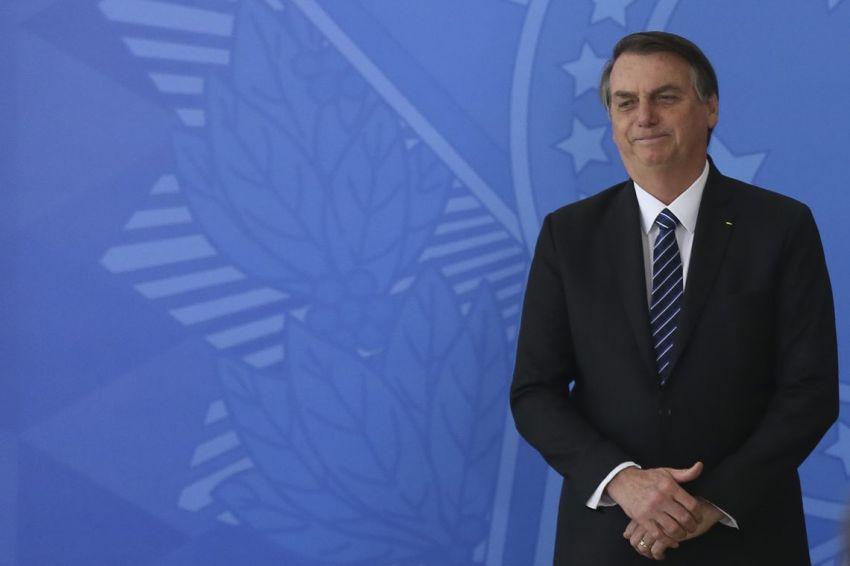 Bolsonaro diz preferir que filho Eduardo permaneça no Brasil para 'pacificar' PSL
