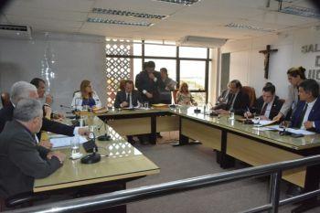 Aprovada emenda que reduz recesso dos deputados