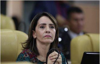 Emília destaca PEC que torna feminicídio e estupro crimes imprescritíveis