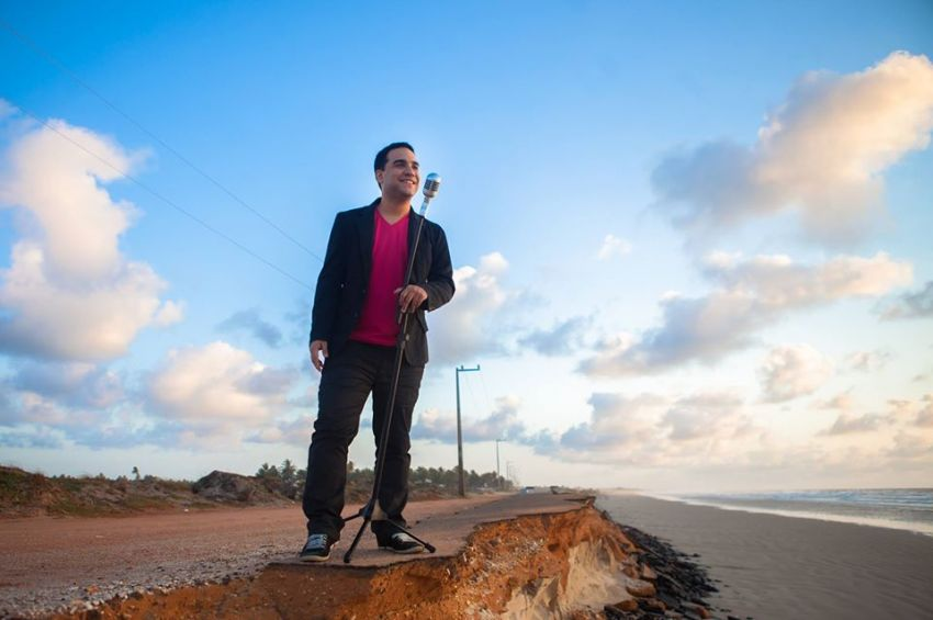 Gabriel Gois apresenta pocket show gratuito em Aracaju