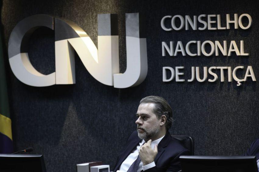 CNJ pune juiz que acusou Gilmar Mendes de receber propina