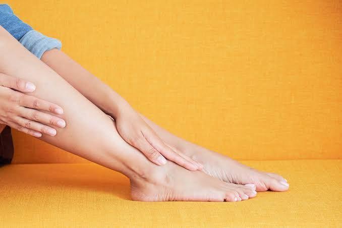 Longo período sem movimentar as pernas pode causar trombose