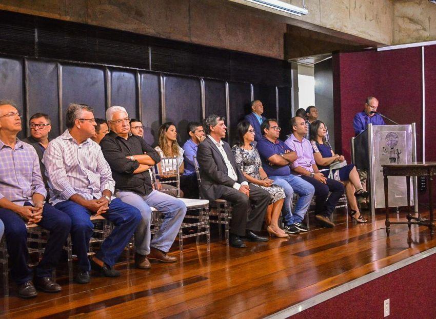 Luciano Pimentel marca presença na sanção da Lei do ICMS Social