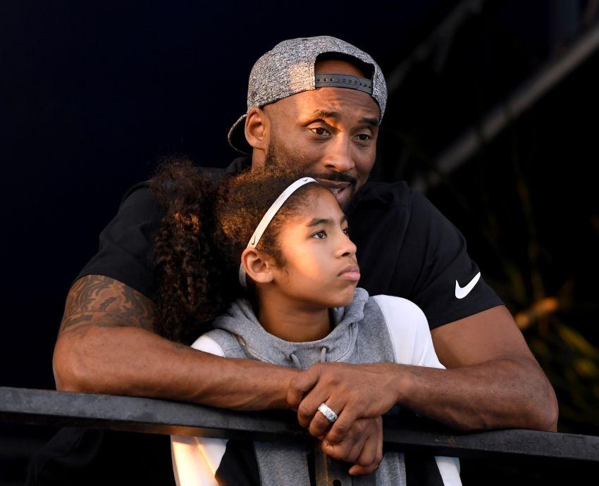 Kobe Bryant, ex-jogador da NBA, e filha morrem em acidente de helicóptero