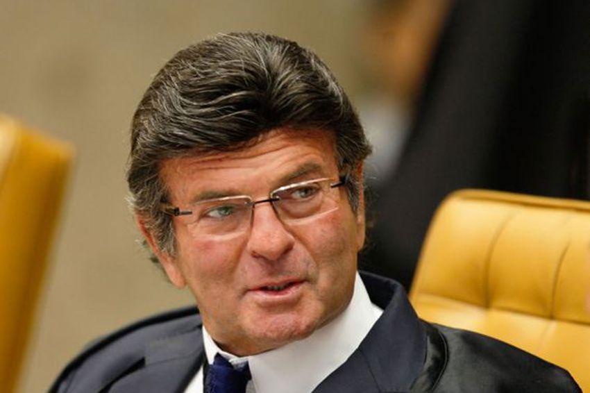 AGU pede que Fux adie julgamento de ações contra tabela de frete