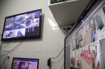 Sistema de vigilância eletrônica da Prefeitura já evitou 114 assaltos a prédios públicos