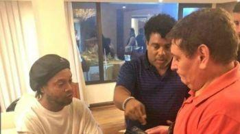 Ronaldinho e irmão são detidos no Paraguai e prestarão depoimento à Polícia