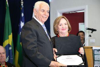 Amélia Uchôa é homenageada com o título de Acadêmica Benemérita da ABLAC