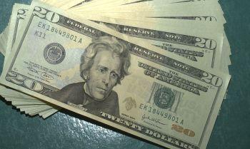 Dólar sobe e encosta em R$ 5,27; Bolsa opera em queda