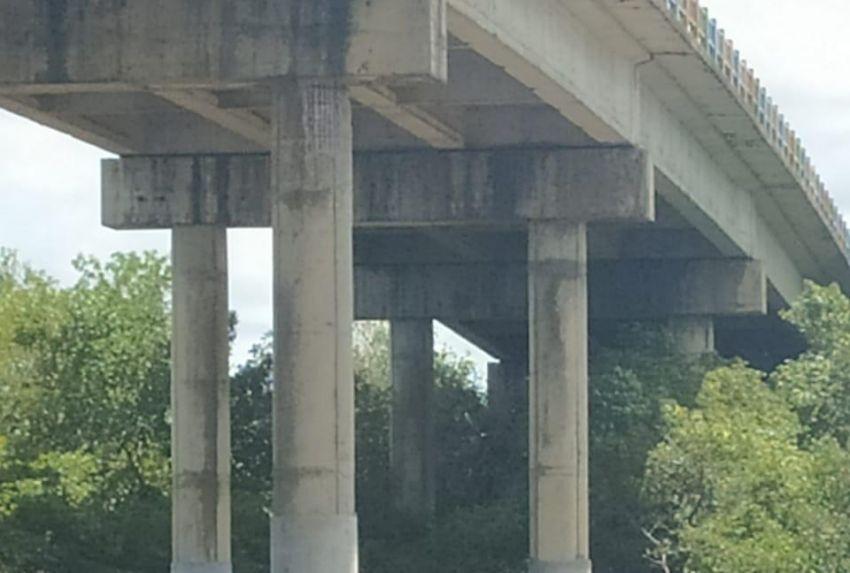 Ponte que liga Barra dos Coqueiros a Pirambu tem 10 pilares recuperados