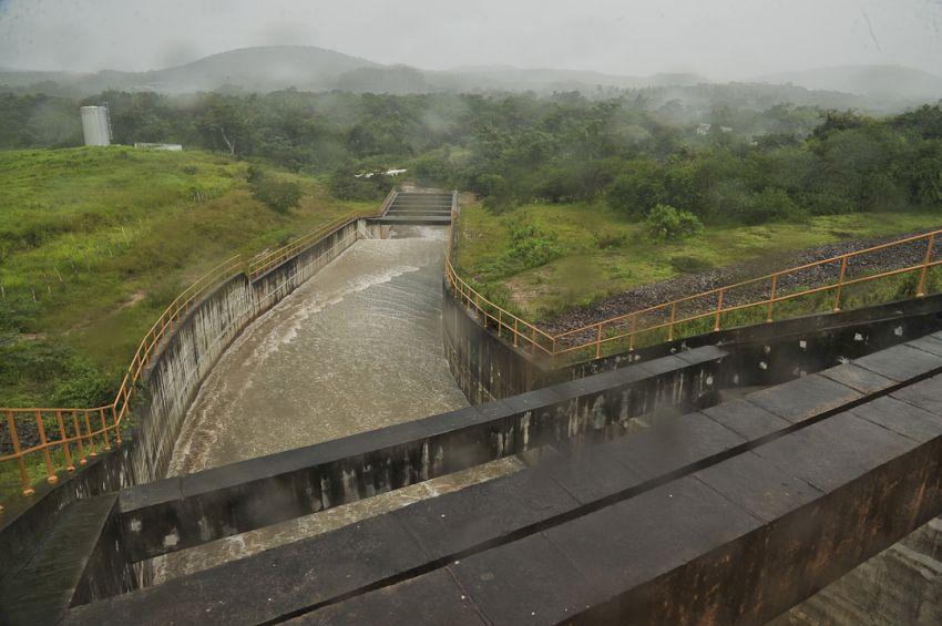 Governo do Estado monitora barragem do rio Poxim e descarta risco de rompimento