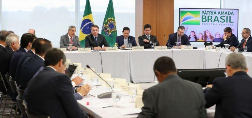 Reunião de Bolsonaro teve Moro escanteado e alvo de indiretas de presidente