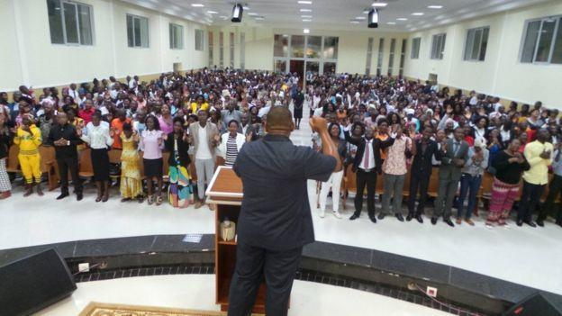 Bispos e pastores da Universal em Angola tomam controle de templos e rompem com direção brasileira