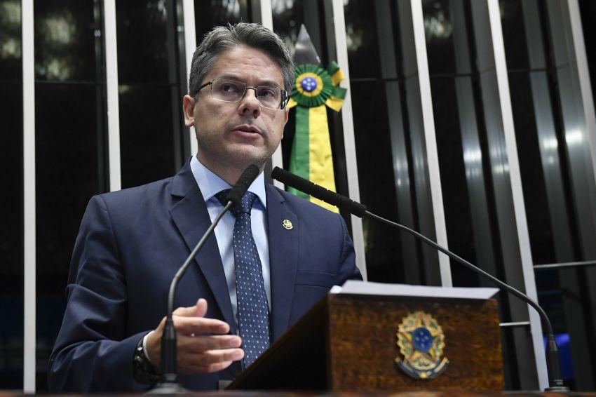 Senado aprova PL das Fake News, de autoria de Alessandro Vieira