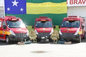 Governo entrega novas ambulâncias e equipamentos para o Corpo de Bombeiros
