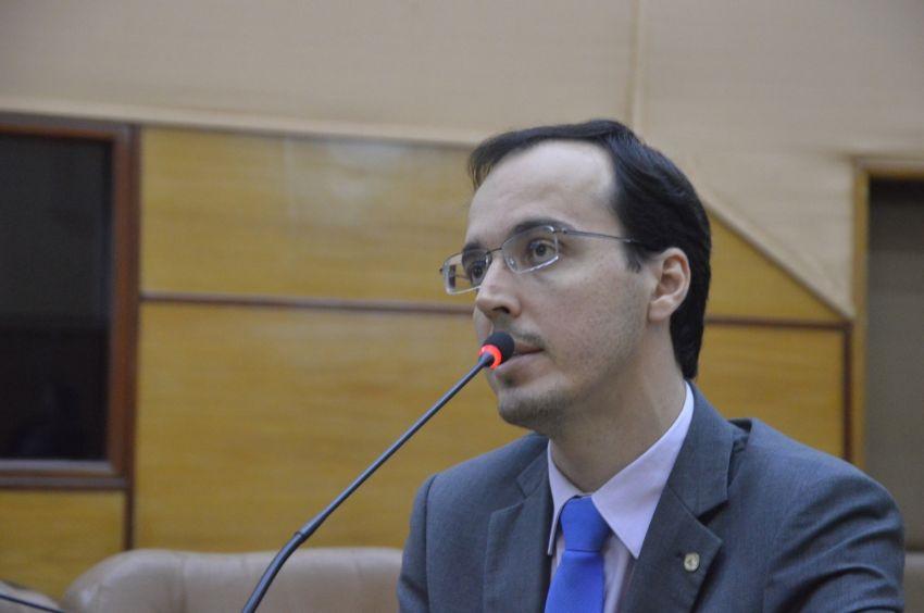 Deputado defende congelamento do orçamento para os Poderes Judiciário e Legislativo