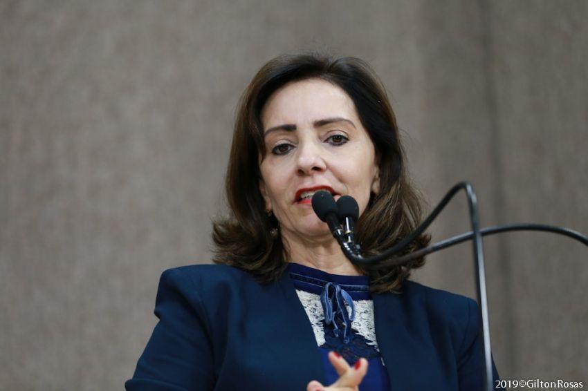 Emília Corrêa assume a liderança da Oposição na Câmara